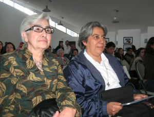 Sister María Engracia Robles and Sister Clara Alcantara Torres enjoy the concert.