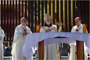 Cardinal O'Malley saying Mass at the border, with Bishop Kicanas (l.) and Bishop Elizondo (r.). Photo by Christine Krikliwy, Voice of the Poor, Tucson.